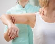דלקת גידים בכתף: סיבות ודרכי טיפול