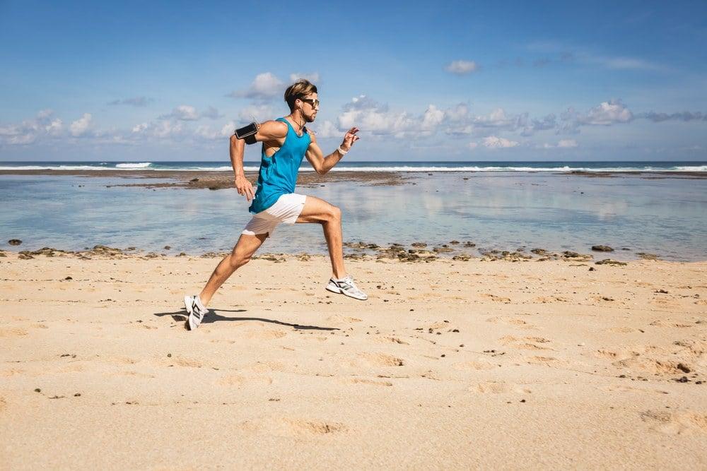 5 עובדות על ריצה, 4 פציעות נפוצות, 3 המלצות לשיפור, זוג נעליים וטיפול בגלי הלם אחד